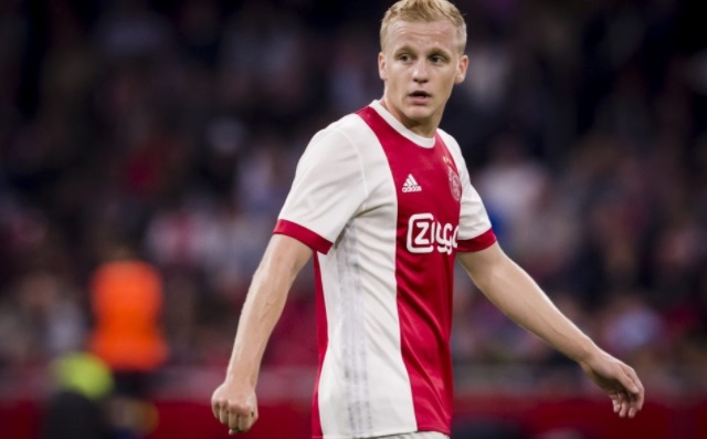 Donny van de Beek signs for Man Utd