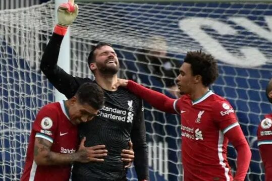 Alisson scores to keep Liverpool in Top 4 Finish race